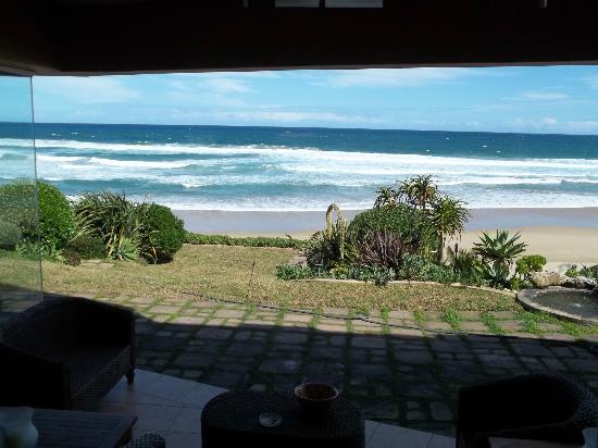 Xanadu Guest Villa: View from lobby