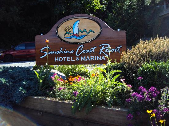 Sunshine Coast Resort Hotel & Marina: The entrance