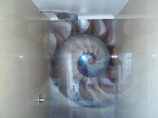 Xanadu Guest Villa: Shower!!!