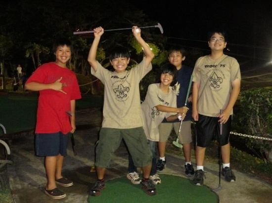 Bay View Mini-Putt And Zipline: A hole in one!