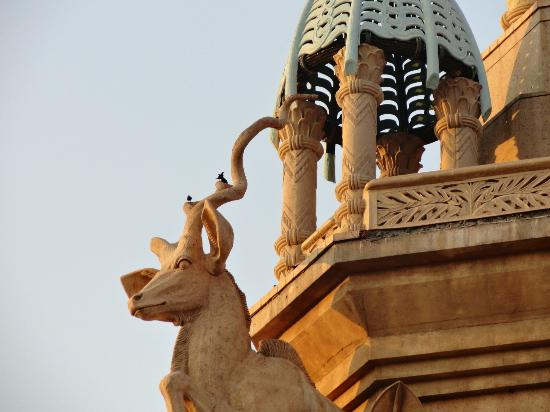 เดอะพาเลซ ออฟ เดอะ ลอสท์ ซิตี้: Roof top sculptures