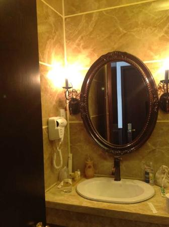 Le Prince Hotel: Bath room