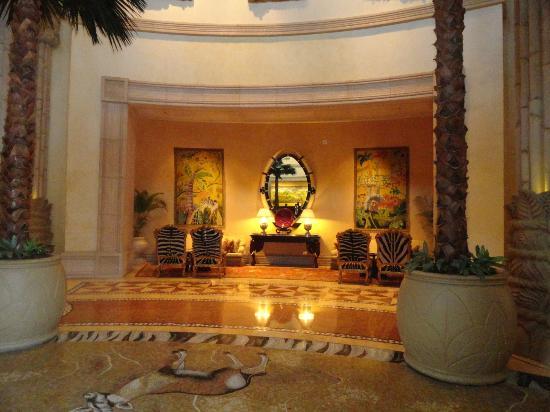 ذا بالاس أوف ذا لوست سيتي: beautiful foyer 
