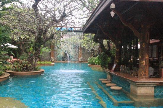 Sawasdee Village: Canali e piscine