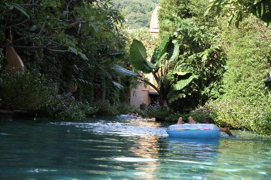 Sawasdee Village: La piscina intorno alle ville