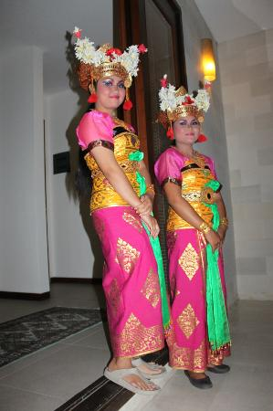 Saba Villas: Balinese dancers come to Yudhistira