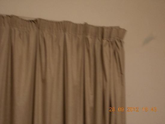 Art Suites Athens: βρωμιά στον τοίχο