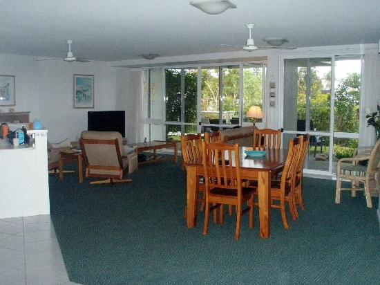 Sunshine Vista Holiday Apartments: living dining area of ground floor unit