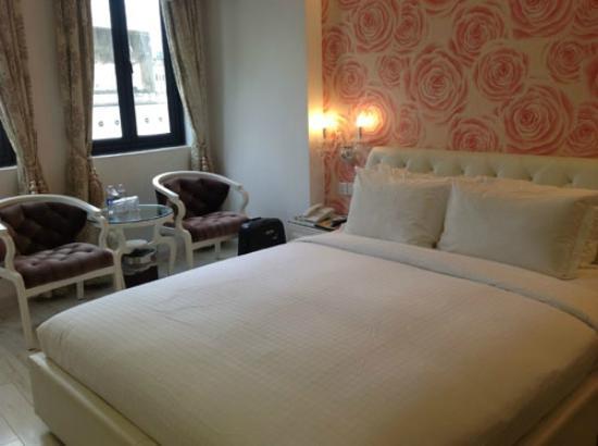 A&EM Corner Saigon Hotel : comfortable bedroom...what i like most here.