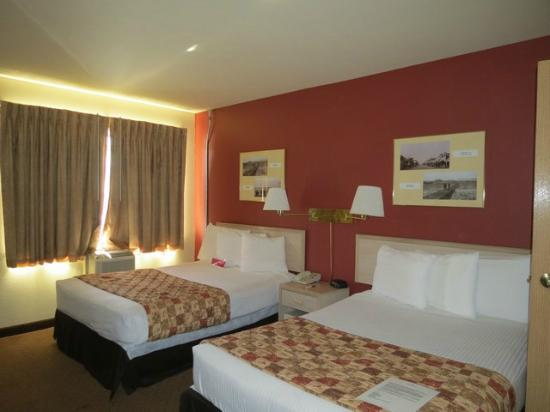 Ramada Anchorage: Nice room- soft beds.