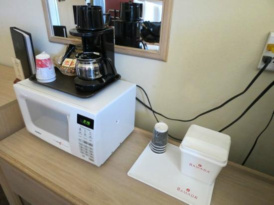 Ramada Anchorage: Good coffee making facility