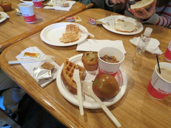 Ramada Anchorage: Good breakfast- yummy waffles.
