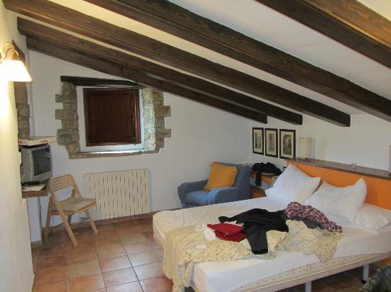 Hotel La Sala de Camos: Room