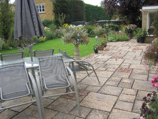 Stonecroft Bed and Breakfast: The back garden