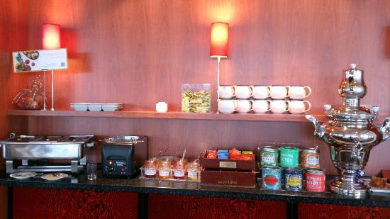 Novotel Amboise : part of breakfast serving area the tea was fantastic