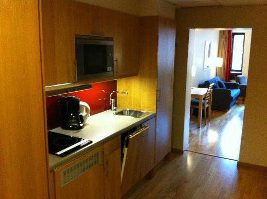 Scandic Malmo City : Room 566, kitchen