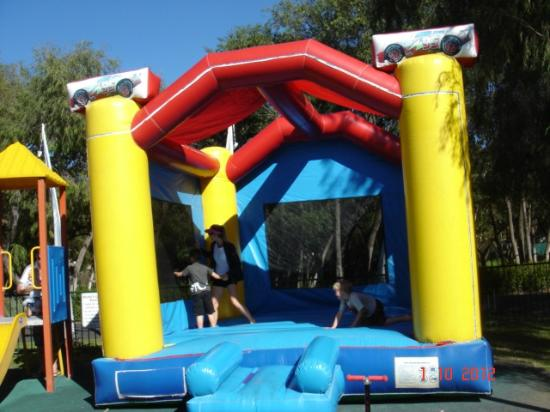 Bayview Geographe Resort: Lots of fun on the jumping castle