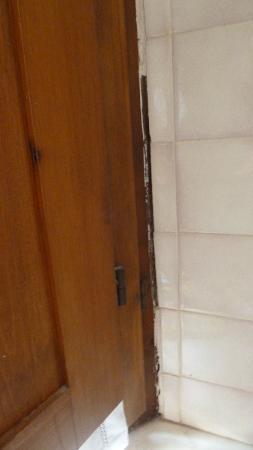 Il Chiostro di Pienza: finestra in bagno