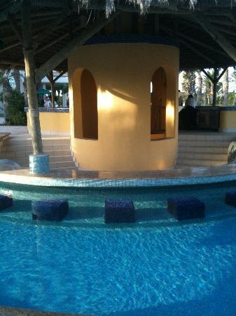 Hasdrubal Prestige Thalassa & Spa : Le bar de la piscine