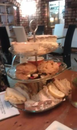 Dahlia's Kitchen: afternoon tea for two...