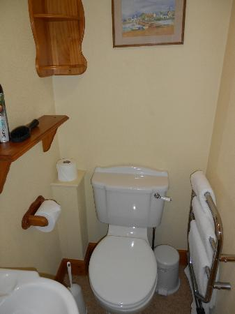 Cairn Hotel - compact ensuite