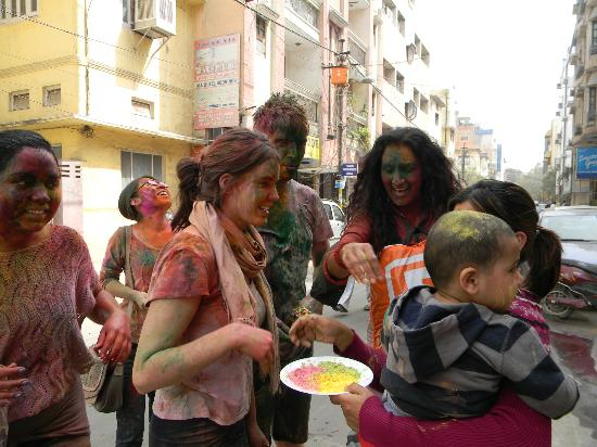 ‪هوتل ياج فيلا: Celebrating festival Holi At Yug Villa‬