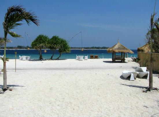 MAHAMAYA Boutique Resort: The beach in front of the villa