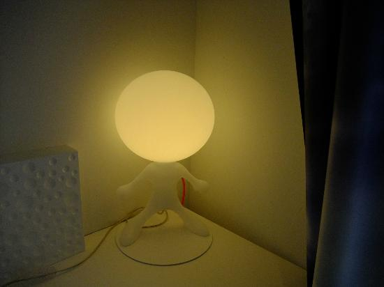 Comfort Hotel Centre Del Mon: Novel lamp in bedroom