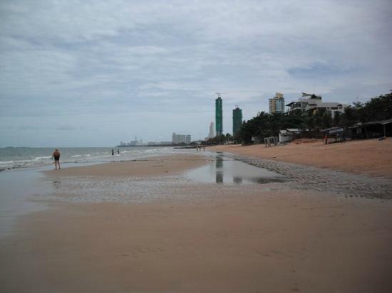 Pinnacle Grand Jomtien Resort: Strand