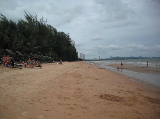 Pinnacle Grand Jomtien Resort: Strand von Jomtien