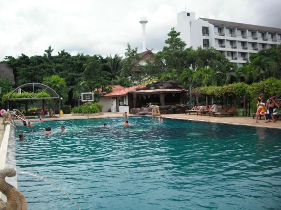 Pinnacle Grand Jomtien Resort: Der große Pool