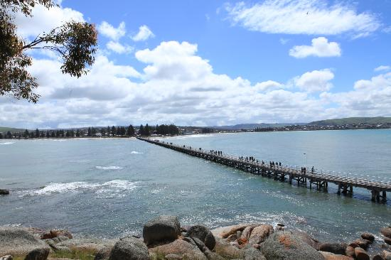Victor Harbor, ออสเตรเลีย: Jetty to mainland from Granite Island
