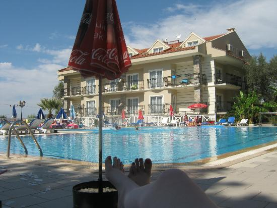 Celay Hotel: pool side