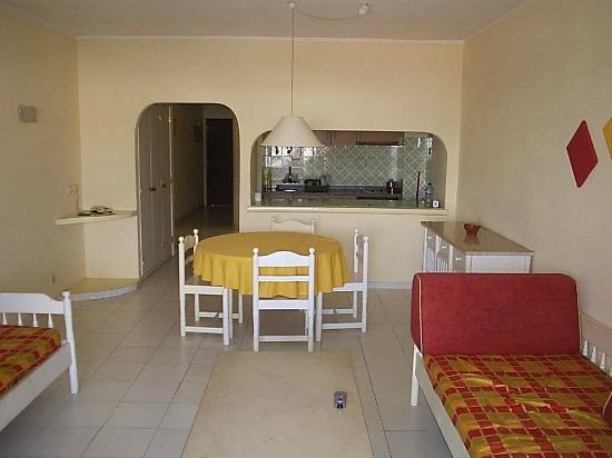 Luna Valmangude Jardim: Inside living room/kitchen