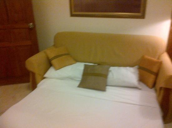 Club Bali Family Suites at Legian Beach: sofa bed