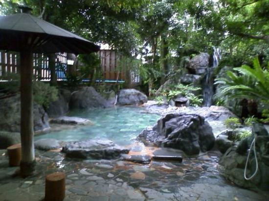 Ryokufuen: 男性大浴場(露天)