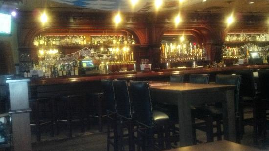 The Cask Republic: MAIN BAR