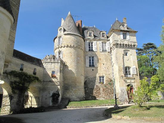 Chateau de La Celle Guenand: approach