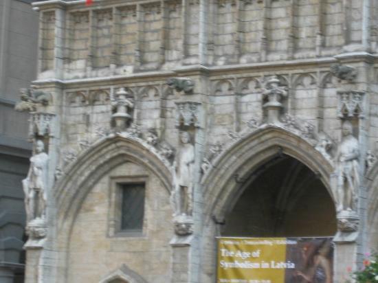Town Hall (Hôtel de Ville): Arch ways
