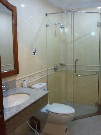 Thunborey Hotel: Toilet