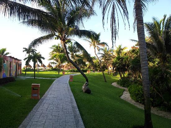 Grand Bahia Principe Tulum: Direction la plage