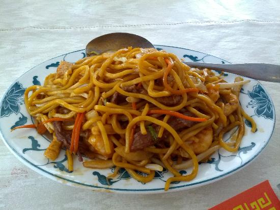 House of Peking Choice: The combination lo mein