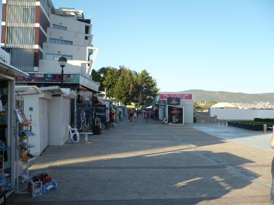 Ivana Palace Hotel: Sunny beach promenade