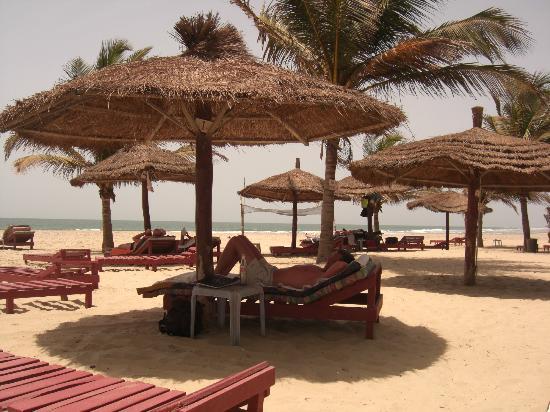 Heerlijk zonnen bij PalmBeach Hotel, Kotu Beach