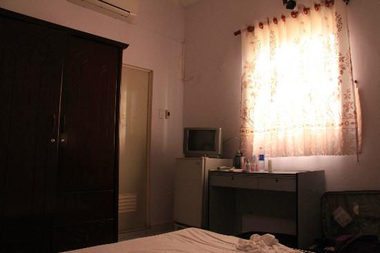 Long Hostel bedroom