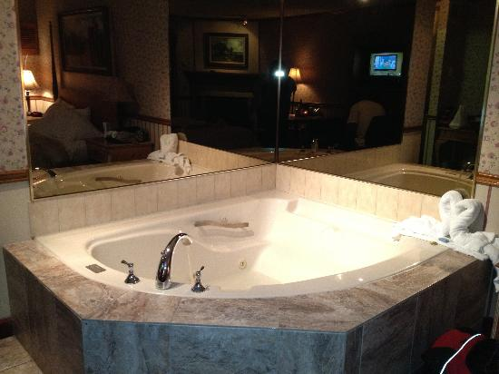 Country Squire Resort & Spa: Jacuzzi