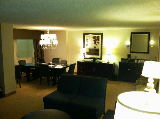 Embassy Suites by Hilton Raleigh - Crabtree: Meeting room w/ conference table