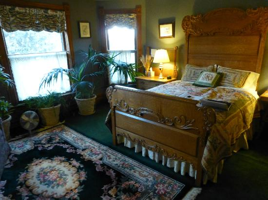 Bozeman's Lehrkind Mansion Bed and Breakfast: Not everybody's taste. But make up your ownmind.