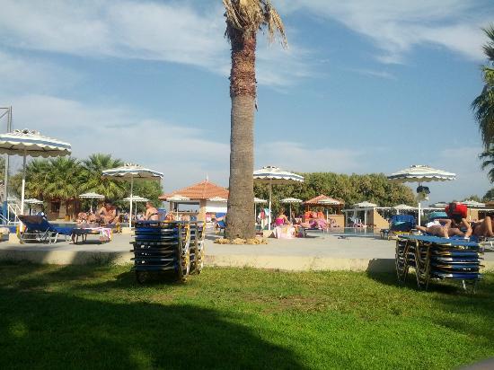 Doreta Beach Hotel: Hotel grounds