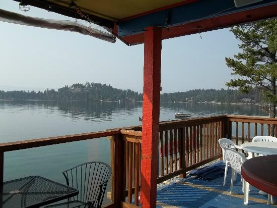 The Raven Brewpub & Grill : View of lake